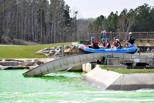 Rafting escalator (conveyor bridge)